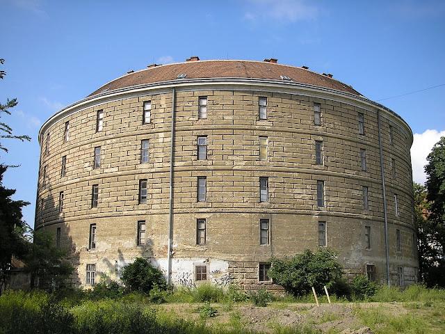 Der Narrenturm im 9. Wiener Bezirk - Von Gryffindor - Eigenes Werk, CC BY 2.5, https://commons.wikimedia.org/w/index.php?curid=1139500