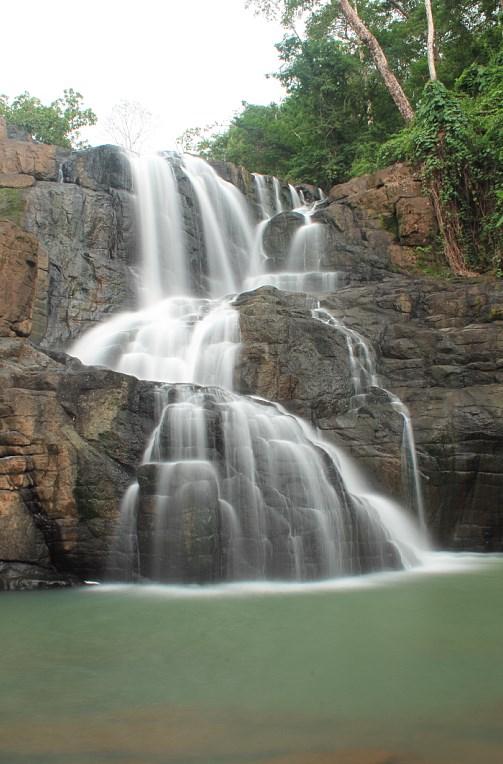 Daftar Tepat Wisata Air Terjun Terindah di Kabupaten Gowa, Sulawesi Selatan Air terjun parnag loe