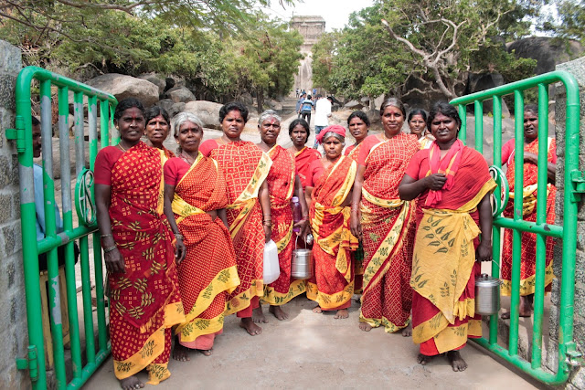 Women in traditional Indian clothes in Mahabalipuram