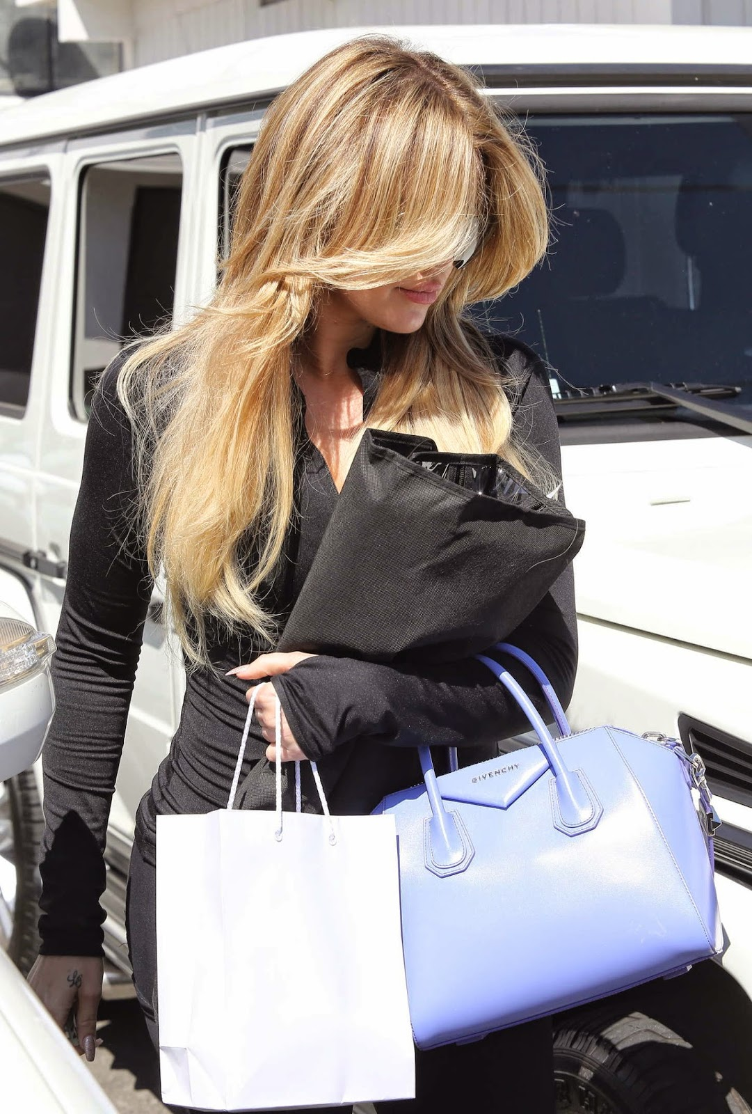 Khloe Kardashian flaunts new blonde hair in Beverly Hills