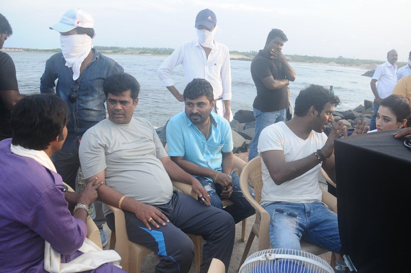 vishal okkadochadu movie stills-HQ-Photo-7