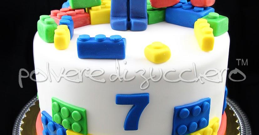 Lego cake torta decorata Lego con personaggio