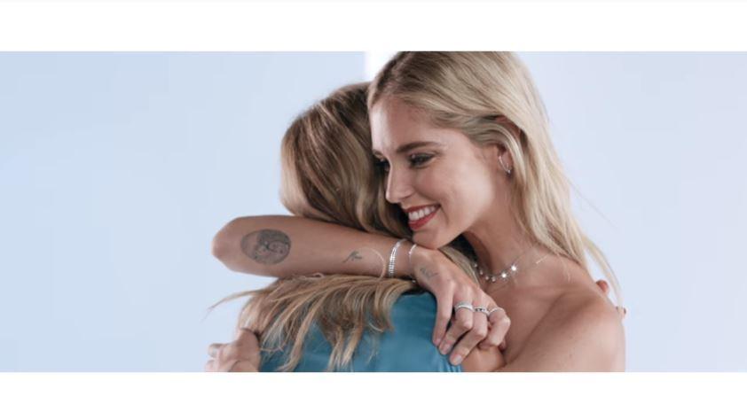Canzone Swarovski Pubblicità presenta Karlie Kloss Chiara Ferragni e un cast di donne influenti nella campagna Mother's Day 2018