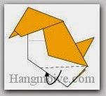 Bước 10: Gấp hai cạnh giấy mắt đằng trước và đằng sau vào trong giữa các lớp giấy.