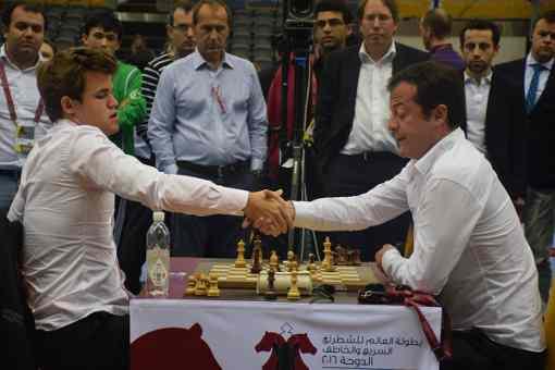 Le champion du monde d'échecs Magnus Carlsen s'incline ronde 2 contre Pantsulaia - Photo © Tarjei J. Svensen