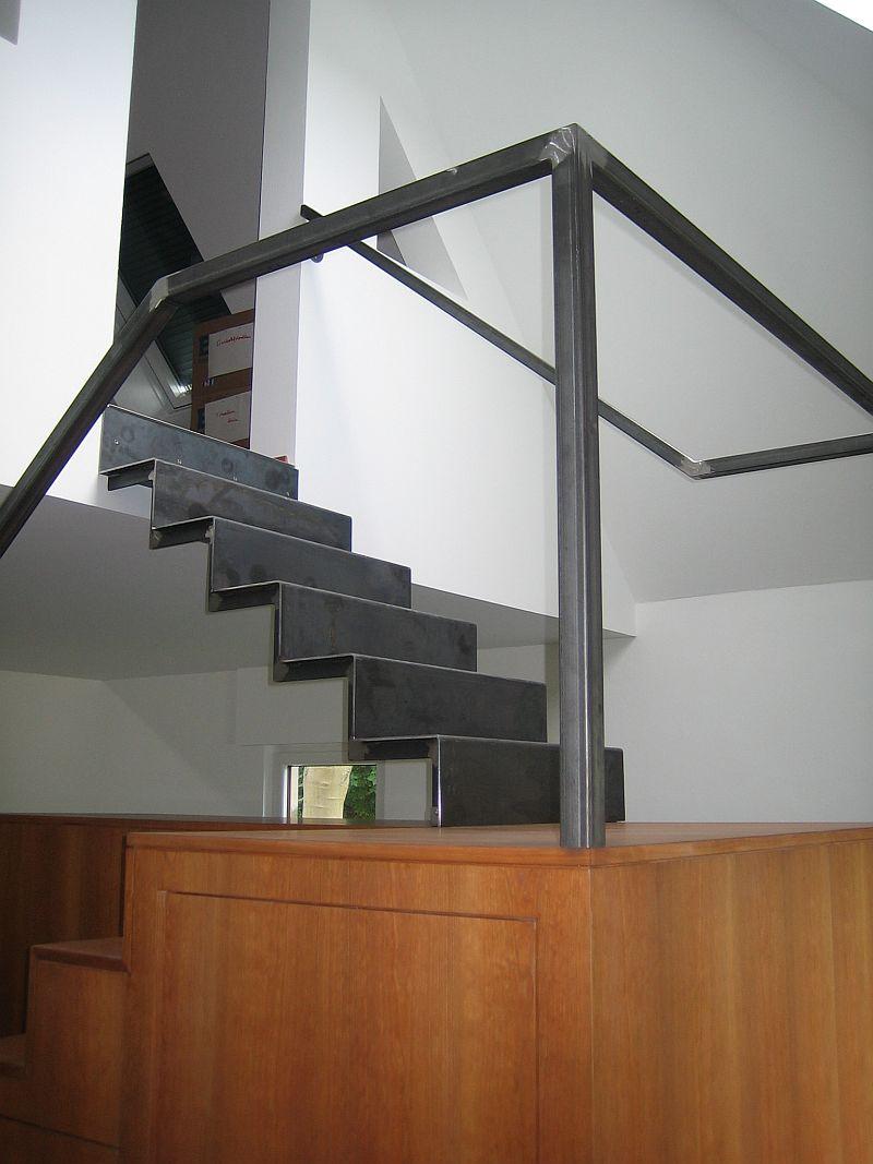 treppe abgetreppt fr bel metallbau. Black Bedroom Furniture Sets. Home Design Ideas