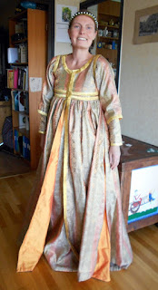 A Genuese gown from the 1330s