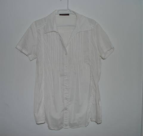 Camisa con toques de fluor