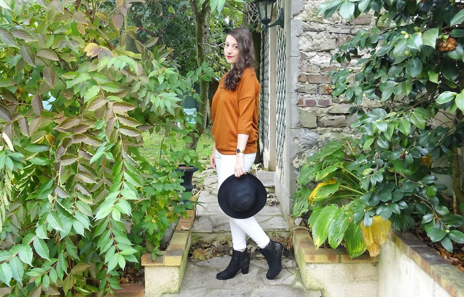 Look Le pantalon blanc en automne