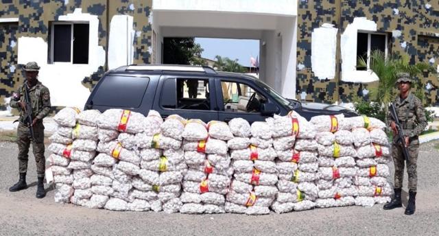 Contrabandistas transportaban más de una tonelada de ajo en una yipeta