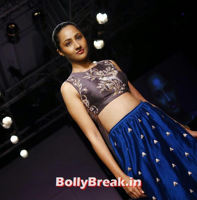 Surbhi Rao models for Payal Singhal, Vaani Kapoor Lakme Fashion Week 2014 Pics in Bikini Bra Choli