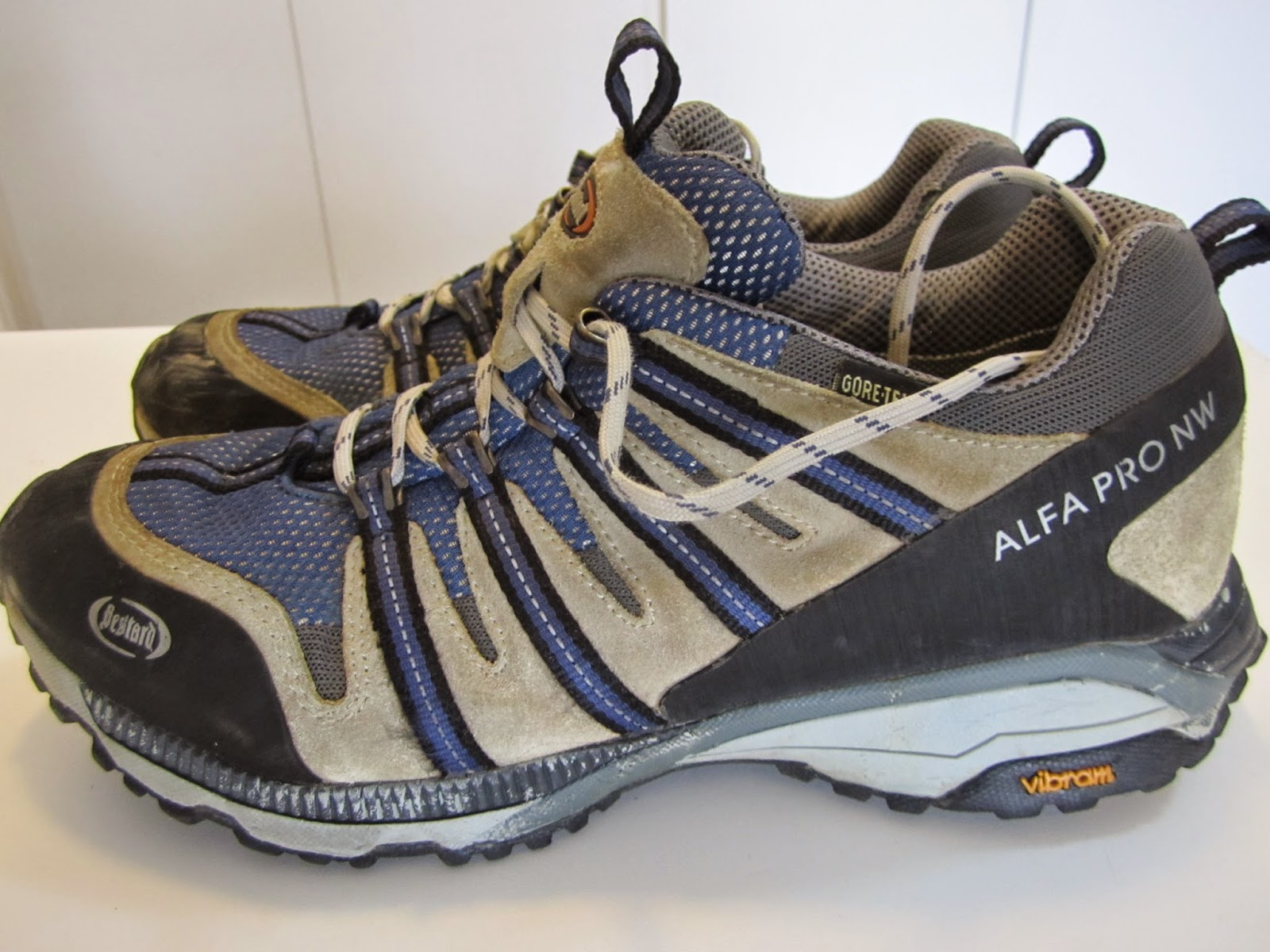 46480a88c Este já é um produto mas moderno para corridas de aventura, fabricados pela  empresa Espanhola BESTARD, foi desenvolvida para caminhadas e corridas em  ...