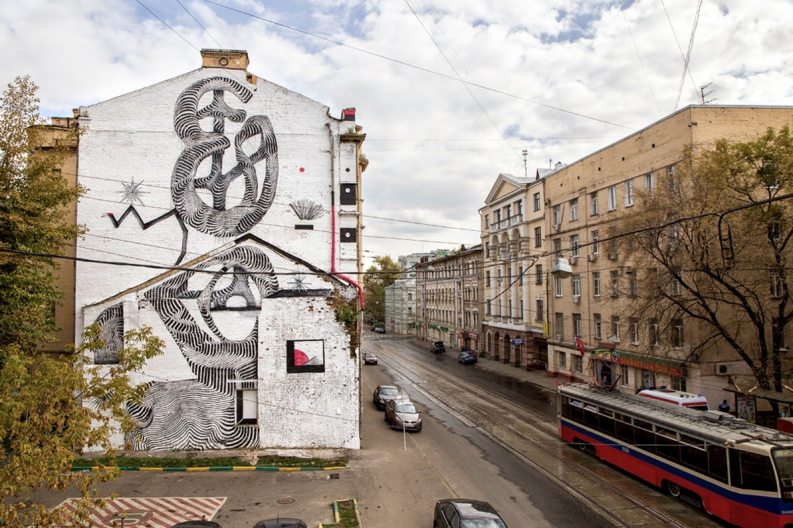 Our friend 2501 just spent a few days in Russia where he was invited by Artmossphere to work on a new street art piece.