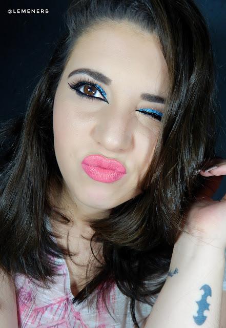 make-up-com-glitter-azul