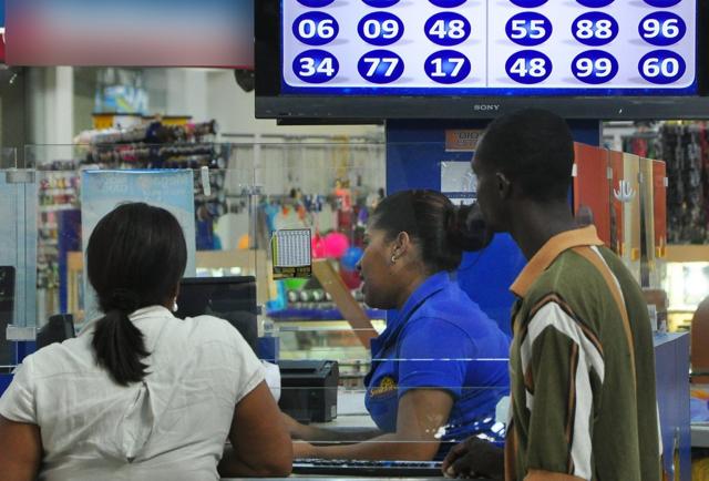 Hay unas 150,000 bancas de lotería en RD