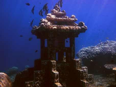 Eksotisnya Patung Bawah Laut Yang Ada Di Bali Cirebon
