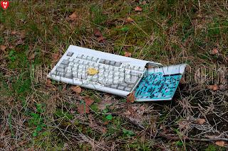 Разломанная компютерная клавиатура