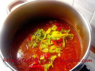 Μοσχάρι κοκκινιστό με πολύχρωμες πιπεριές - από «Τα φαγητά της γιαγιάς»