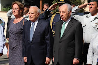 Israeli President Shimon Peres, right, and his Greek counterpart Karolos Papoulias