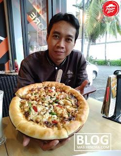 Makan di Pizza Hut Cirendeu - Blog Mas Hendra
