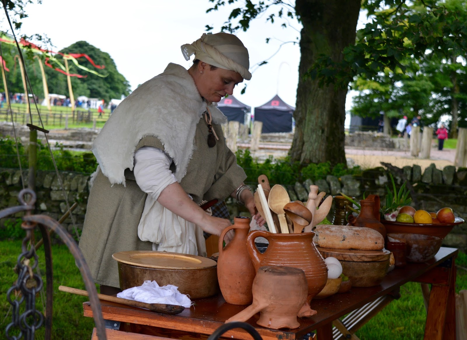 Hadrian's Wall Live 2016 | Birdoswald Roman Fort & Housesteads - A Review - traditional sausage making