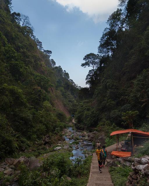foto perjalanan menuju air terjun madakaripura