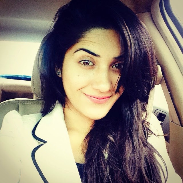 on the way to home !! yeyieee ❤️, Ruhani Sharma Hot Pics, Punjabi Model Ruhani sharma Selfie Image Gallery