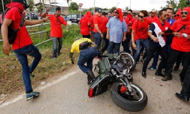 Polis Cari Lelaki Berjanggut, Bertongkat Dalam Insiden Terajang Bikers BERSIH