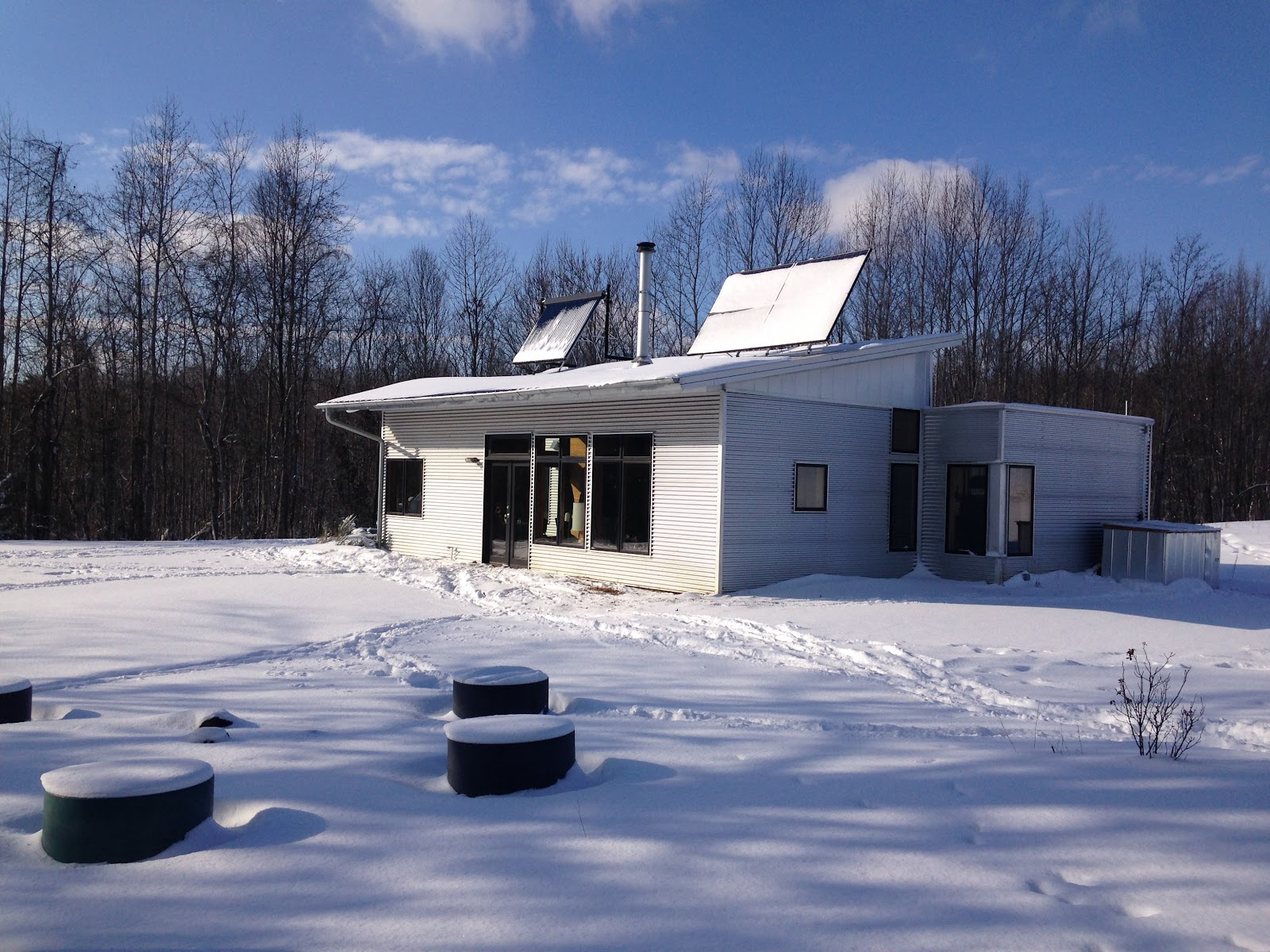 Modern prefab passive solar off grid house and tiny heat for Passive solar prefab homes
