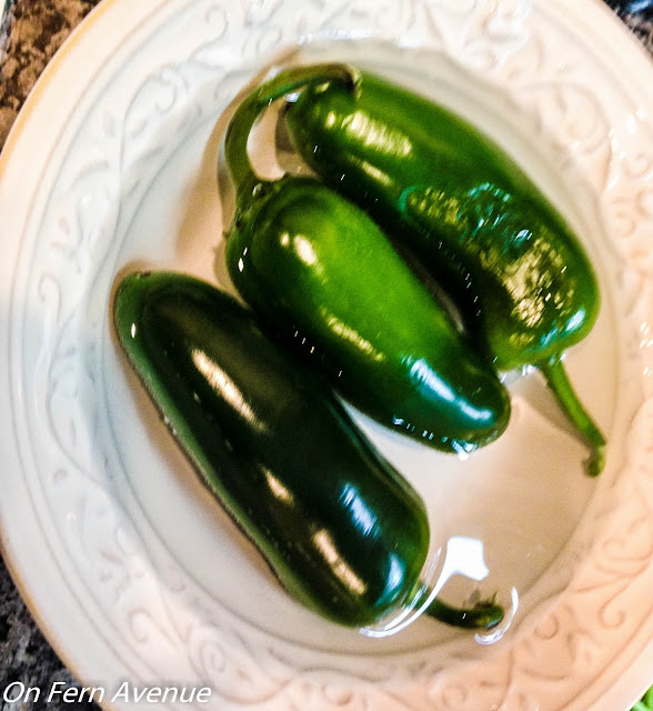 jalapeno-peppers-prep-for-homemade-salsa