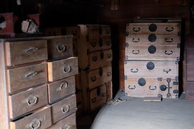 長野県生坂村の古民家カフェ ひとつ石の蔵 桐箪笥