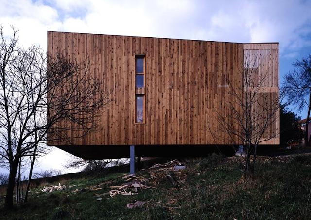 vivienda en ranon una casa sostenible construida con estructura de acero y exterior de madera que combina el pino norte y el pino douglas