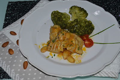 Frango com Amêndoas Torradas e Brócolos