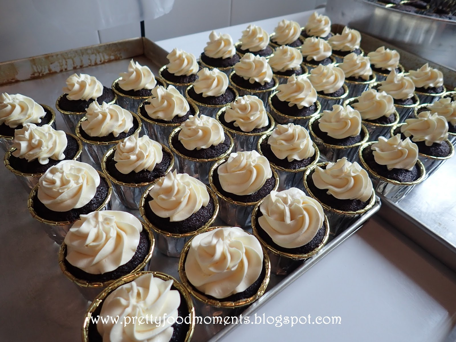 Pretty Food Moments Great Gatsby Cupcakes