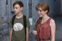 It (2017) Jaeden Lieberher and Sophia Lillis Image 1 (19)