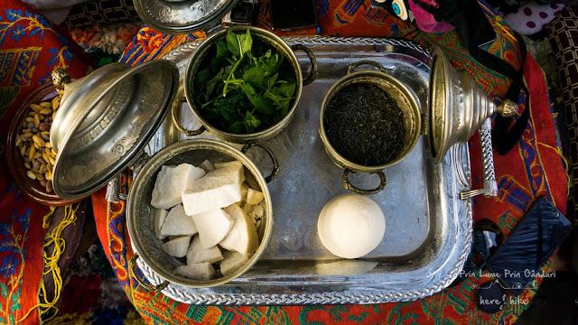 morocco-marakkesh-chefchaouen-bazaar-tea-ritual