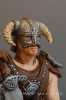 guerriero statuetta personalizzata medioevo vichinghi soldato con elmo orme magiche