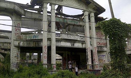 Wisata Uji Nyali Rumah Hantu Darmo