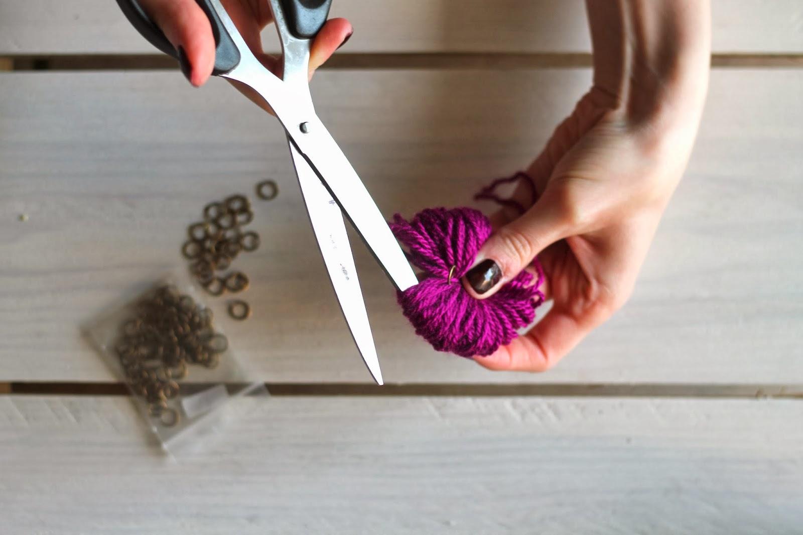 diy comment faire un pompom en laine sans carton. Black Bedroom Furniture Sets. Home Design Ideas