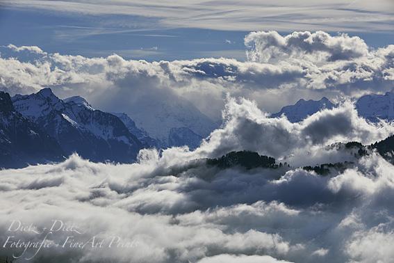 Südwestwind reisst die Nebeldecke auf. Rossberg - SZ