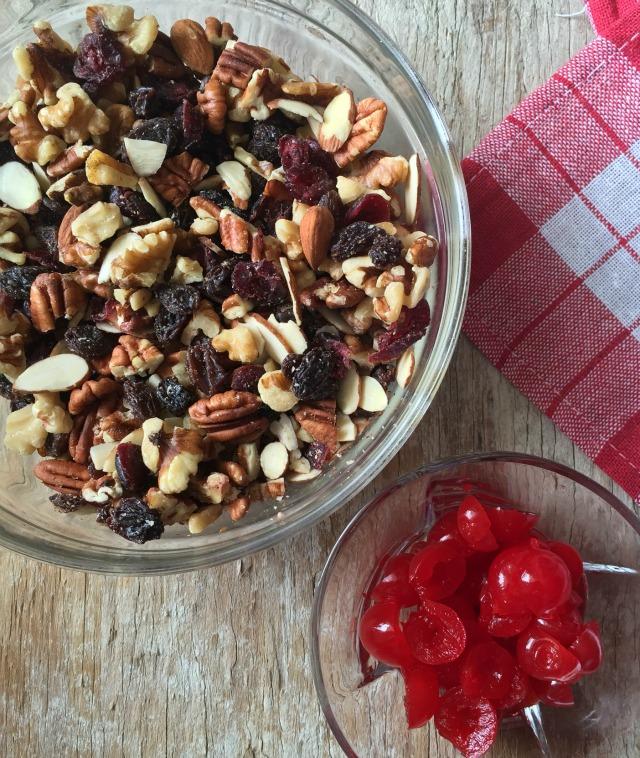 Frutos secos y cerezas confitadas marrasquino