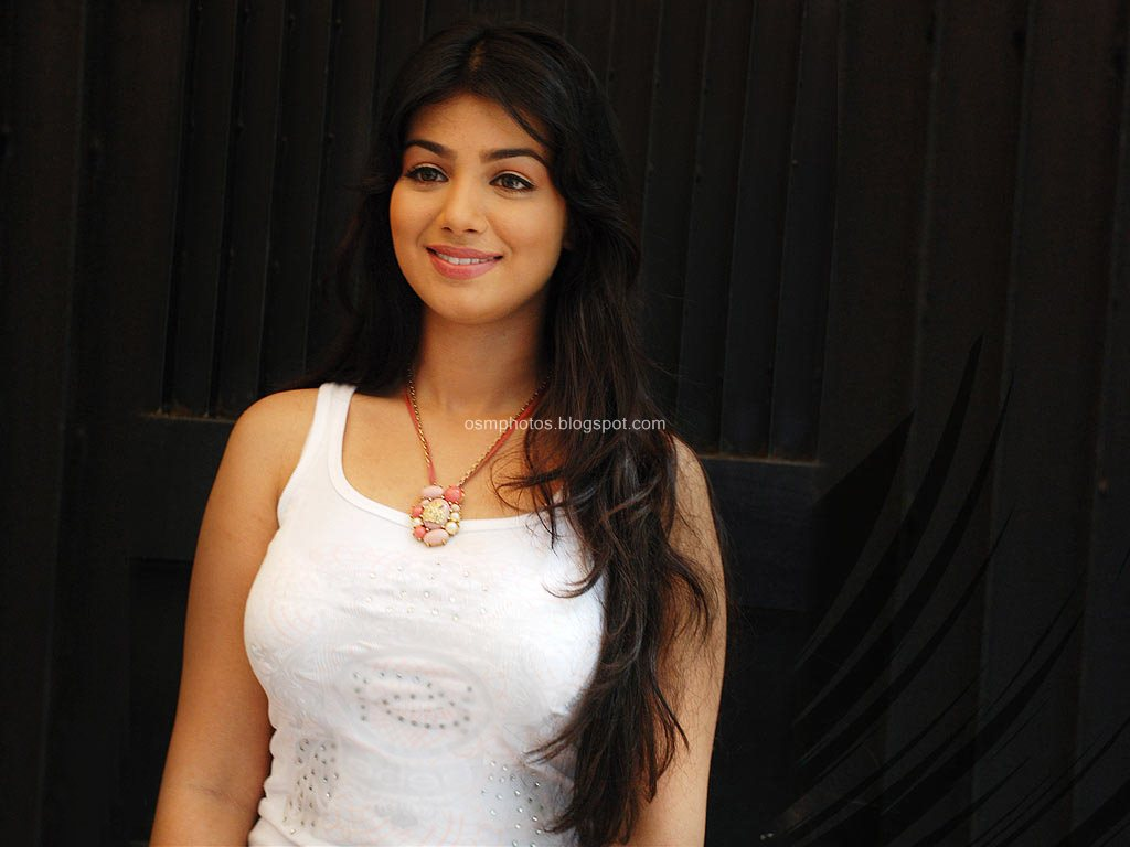 Bolloywood Actress Ayesha Takia Hot Wallpaper  Osmphotos-8435