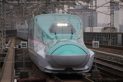 大宮駅に到着するE5系新幹線