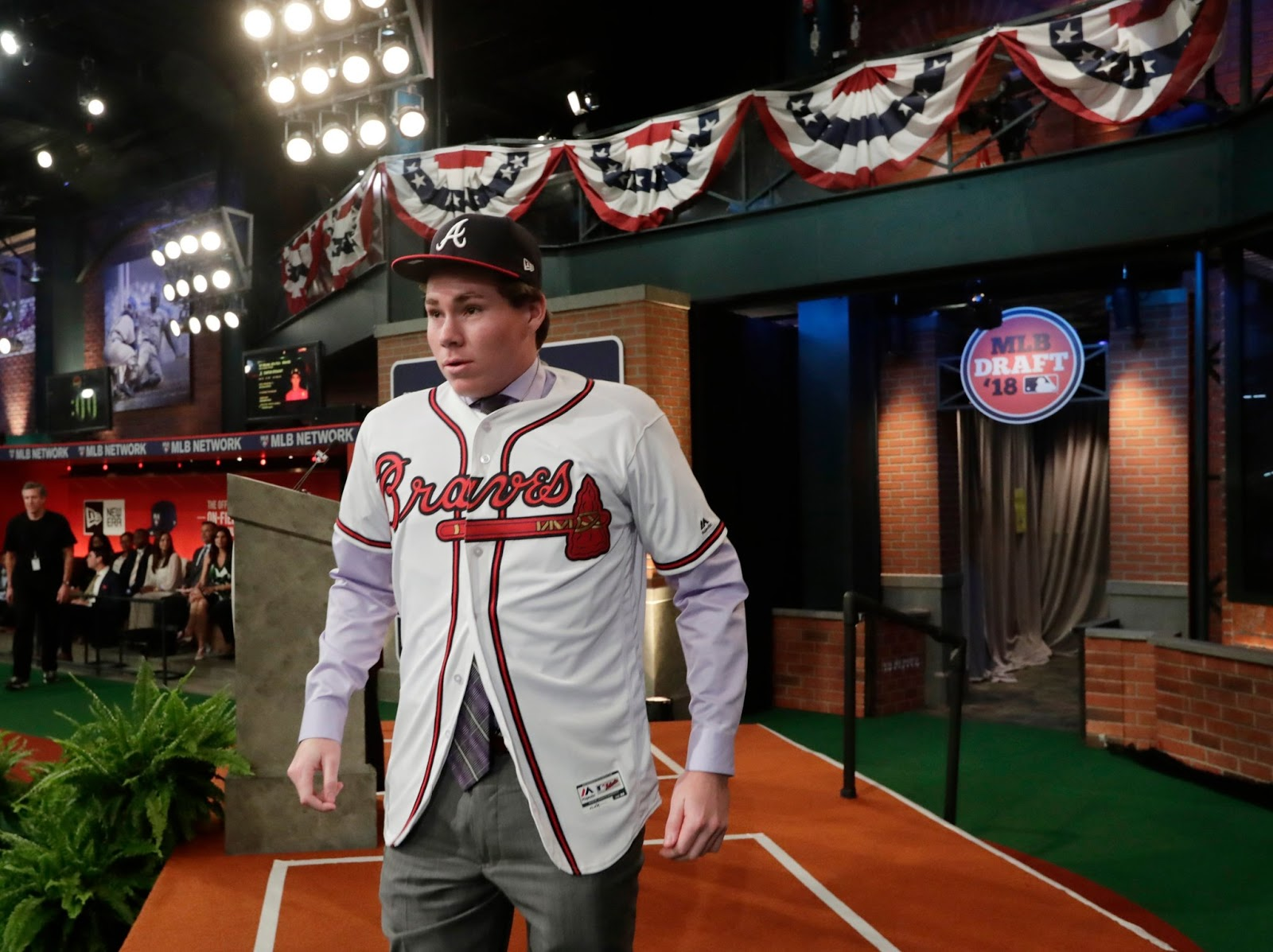 Braves draft pick Stewart reaches deal in Japan