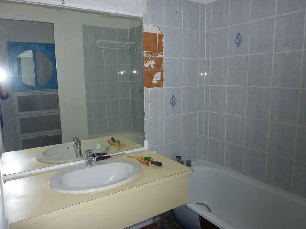 je refais mon studio la salle de bains. Black Bedroom Furniture Sets. Home Design Ideas