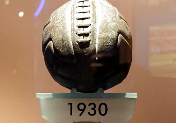 6f9c4b2f03870 Balón oficial mundial Uruguay 1930 (Balón de tiento) Museo de la Selección  española de fútbol. Las Rozas. Madrid
