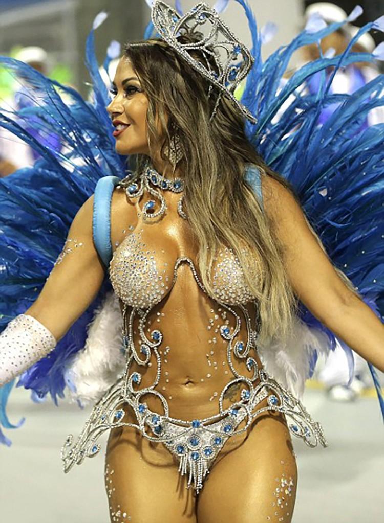 anal-ochen-brazilskie-striptizershi-onlayn-ochen-hudoy