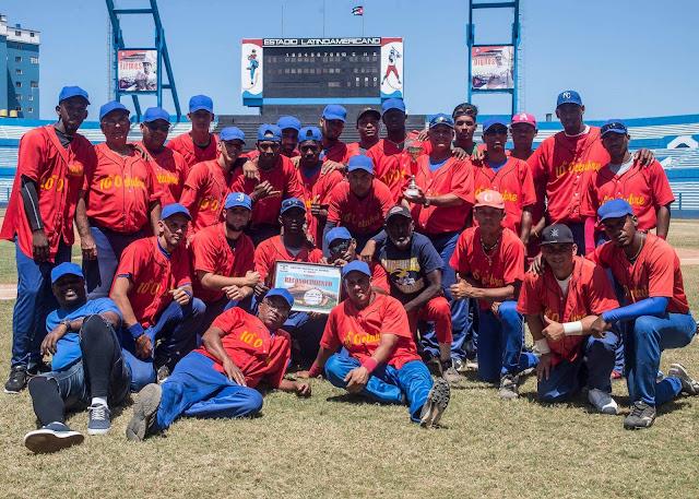La selección de Diez de Octubre venció este martes 3-0 a Habana del Este para alzar por primera vez en su historia el trofeo de la Serie Provincial de Béisbol de La Habana, en duelo escenificado en el Estadio Latinoamericano.
