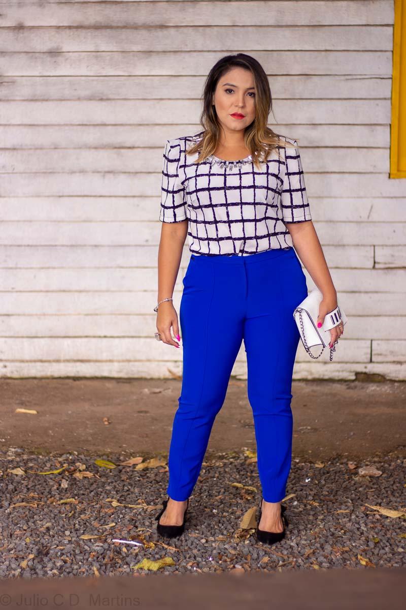 Look do dia: Calça azul e blusa preta e branca