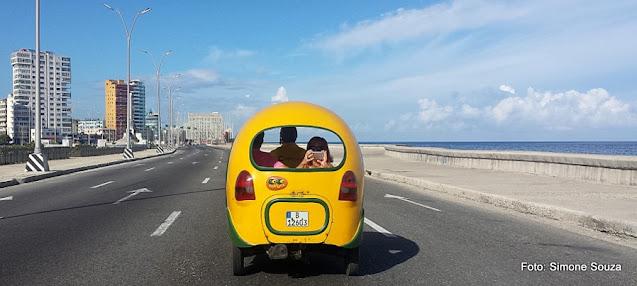 Coco-táxi no Malecón de Havana, Cuba